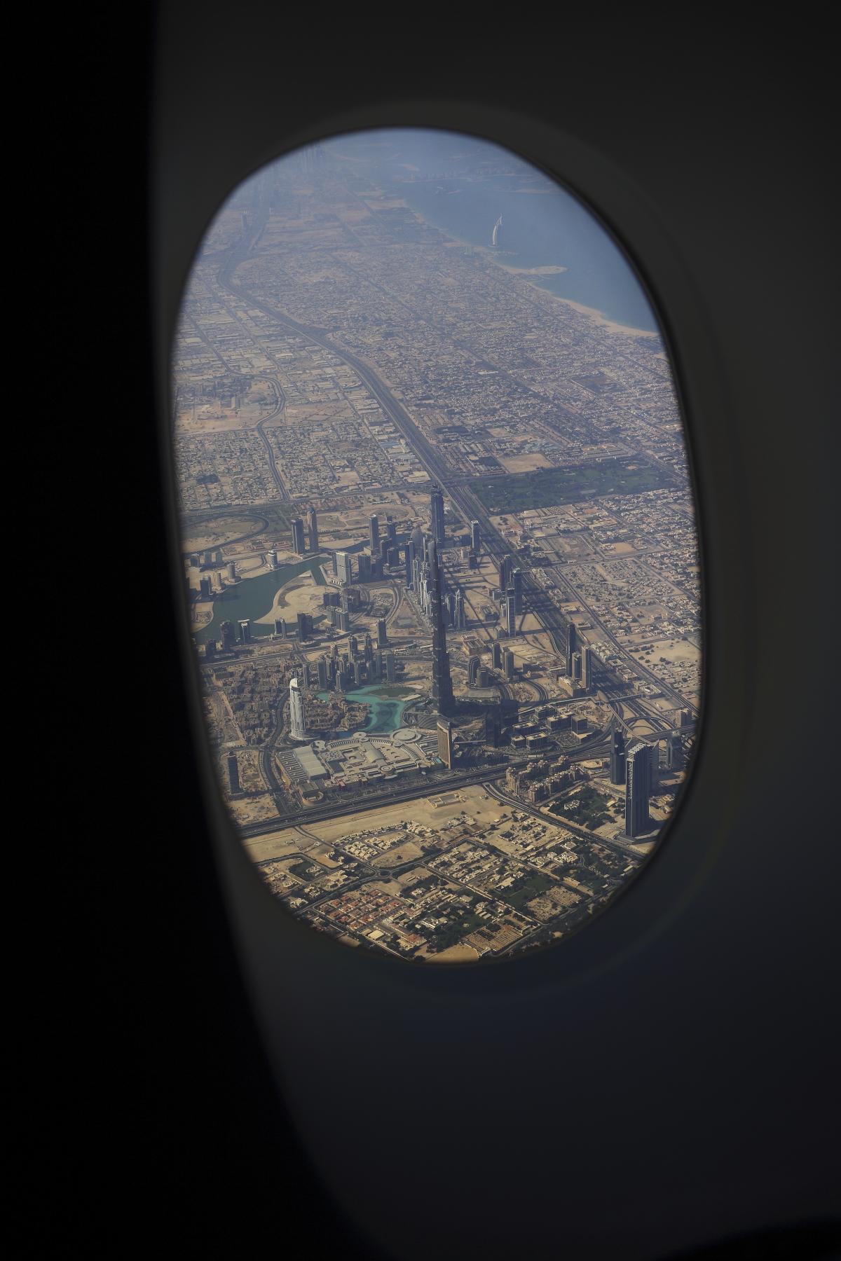 Dubai > Sydney