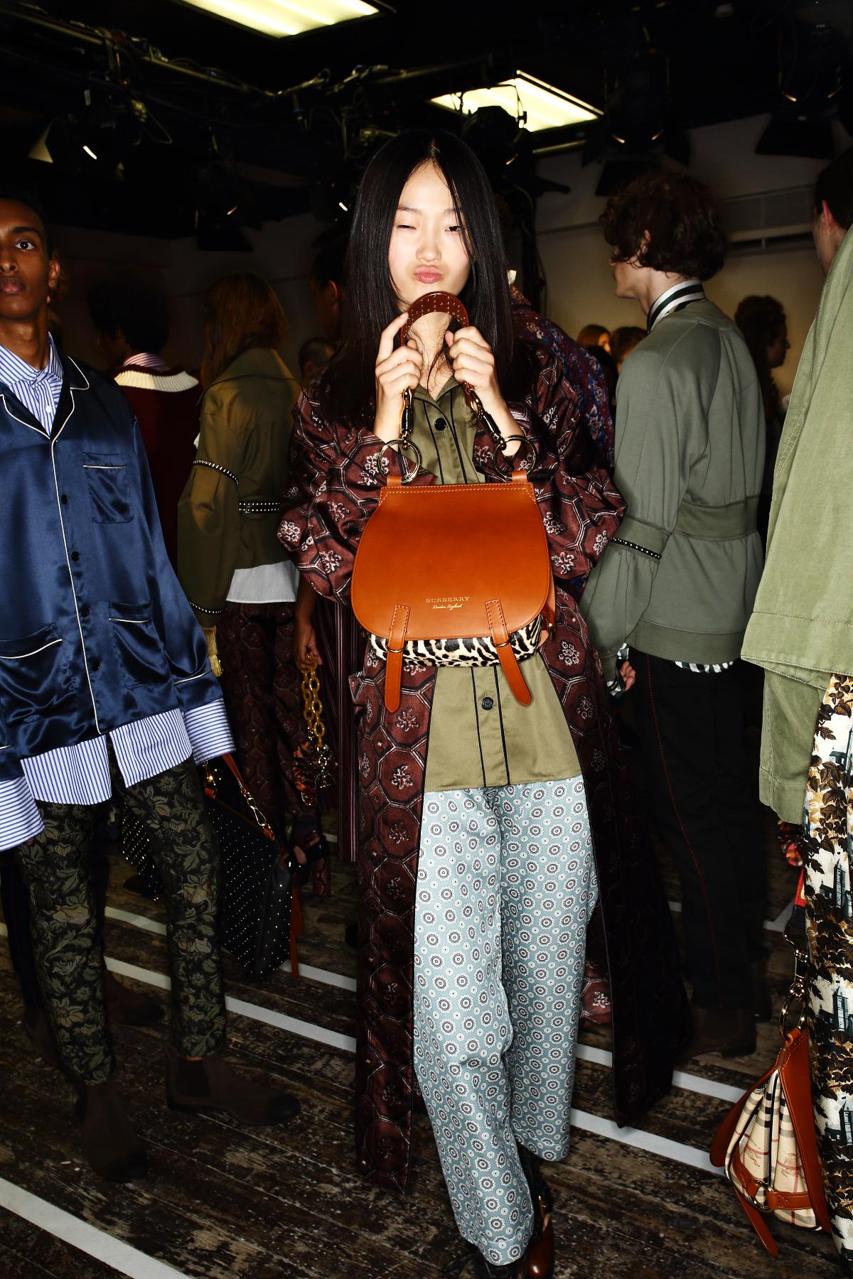 Burberry Fall 16 ready to wear fashion show London Backstage