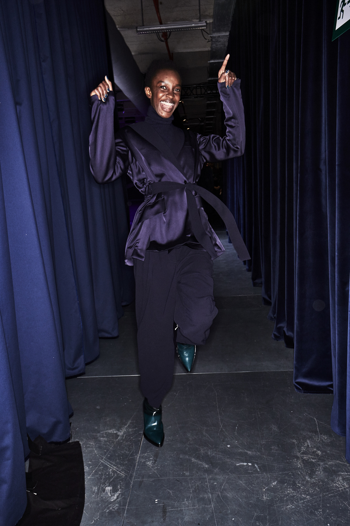 sonny vandevelde paul smith aw1819 wo men fashion show paris backstage. Black Bedroom Furniture Sets. Home Design Ideas